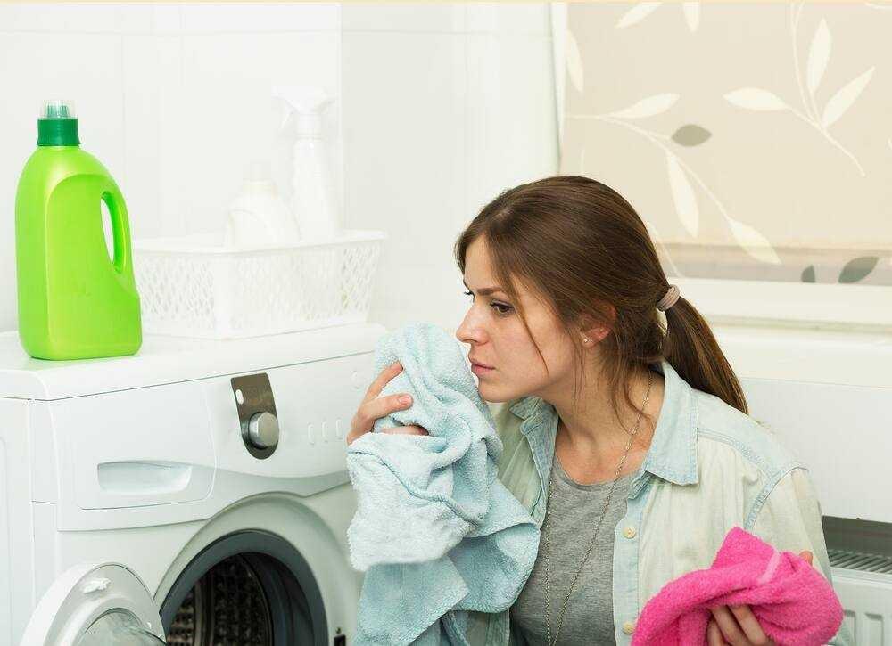 Lồng sấy bị mốc cũng là nguyên nhân máy sấy quần áo có mùi hôi