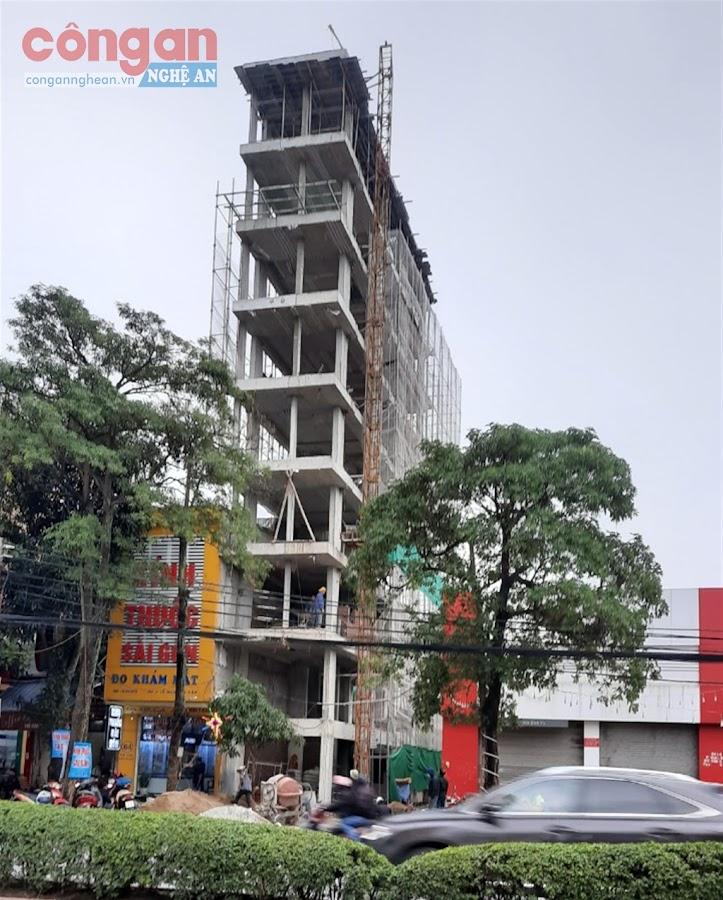 UBND TP Vinh xử phạt chủ đầu tư xây dựng nhà vượt tầng 15 triệu đồng và yêu cầu điều chỉnh giấy phép xây dựng