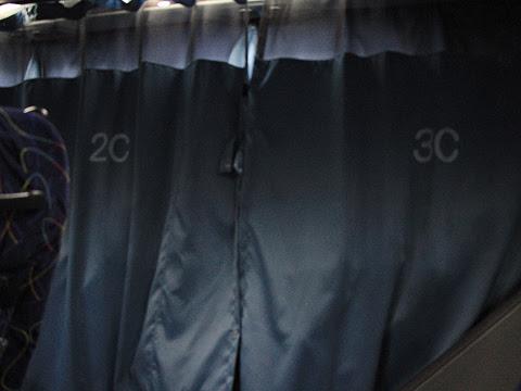 庄内交通「夕陽号」京都・大阪線 ・231 通路カーテンを閉めて休む人も・・・