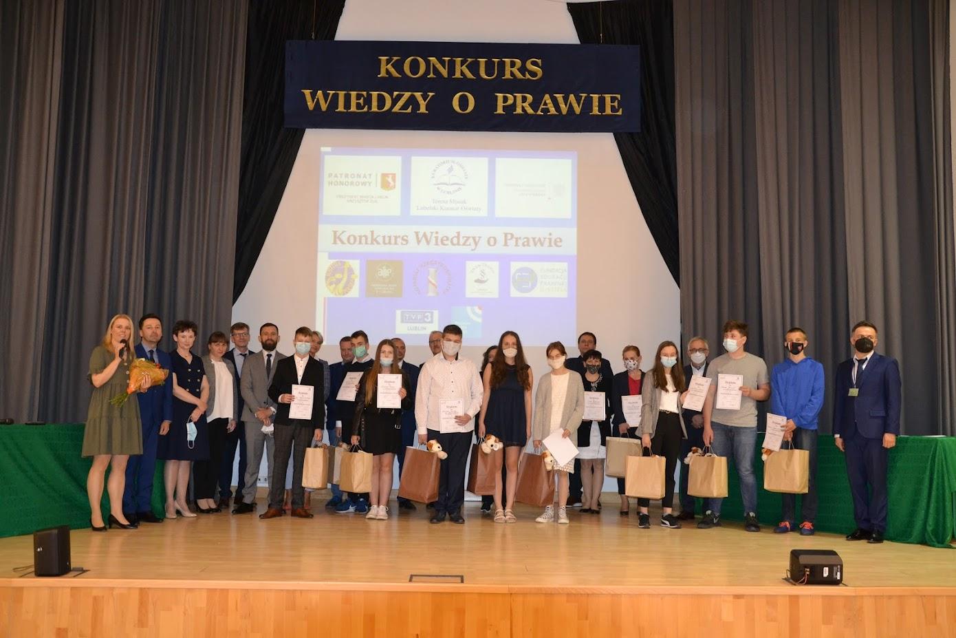 II miejsce uczniów naszej szkoły w Konkursie Wiedzy o Prawie pod patronatem Prezydenta Miasta Lublin i Lubelskiego Kuratora Oświaty