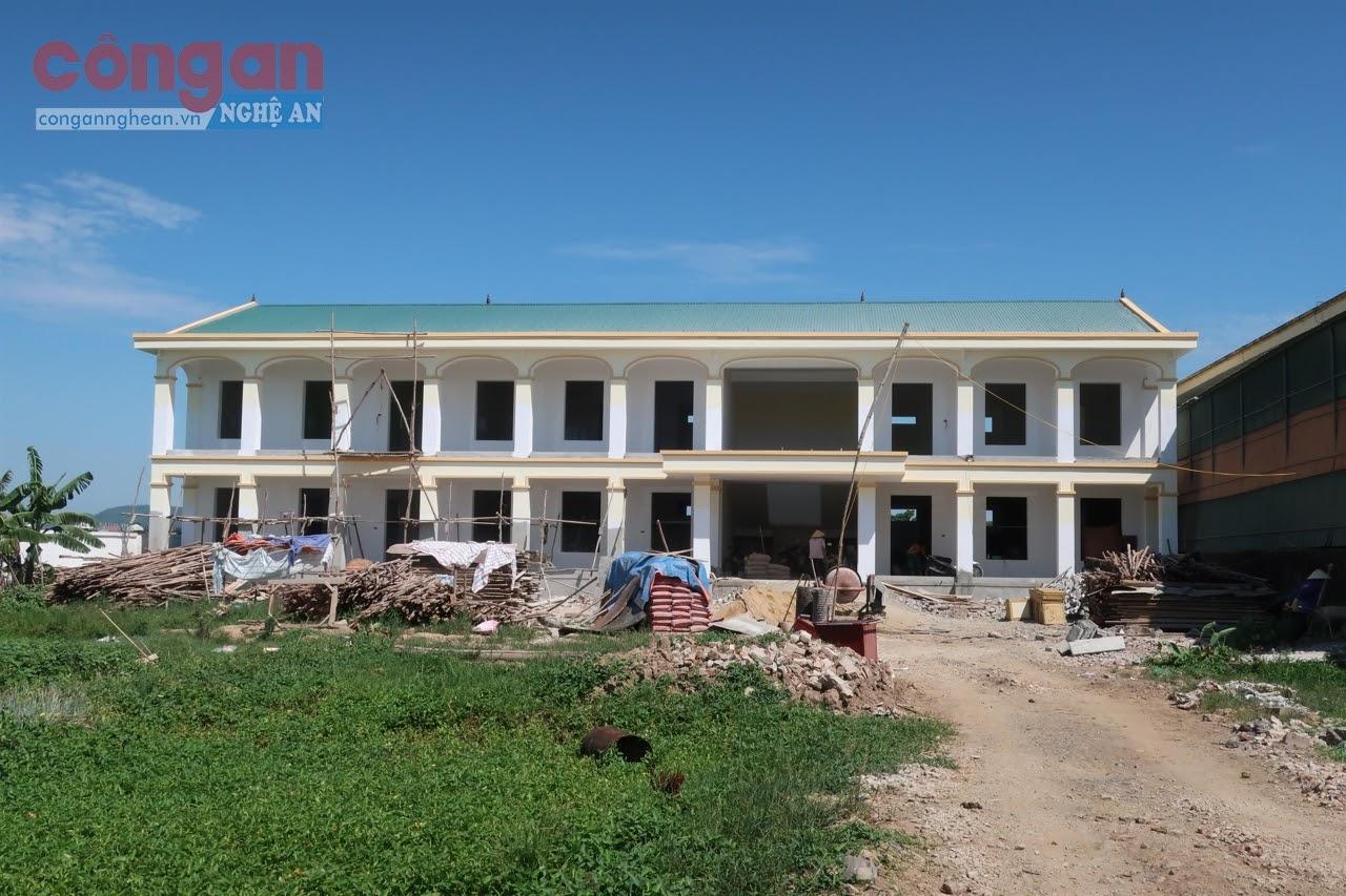 Dự án Trường Mầm non Cụm 1, xã Quỳnh Thạch đang hoàn tất những hạng mục cuối cùng             để kịp bàn giao đầu năm học mới 2020 - 2021