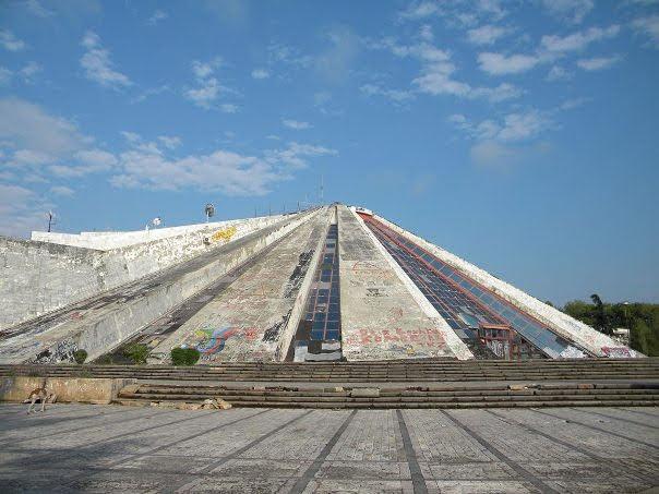 Piramida-Tirana