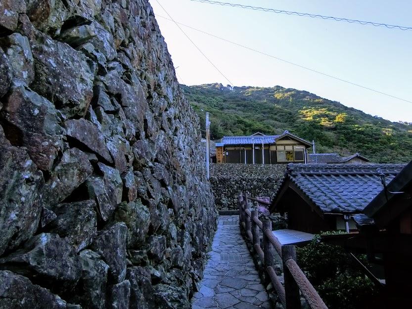 外泊の石垣