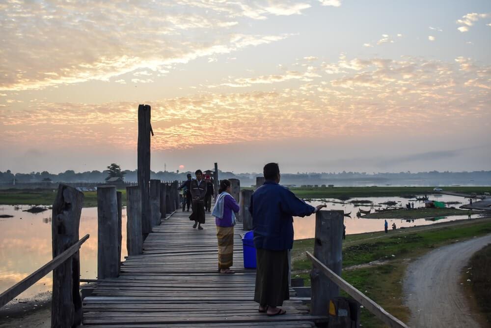 myanmar teak bridge u bein amarapura.jpg