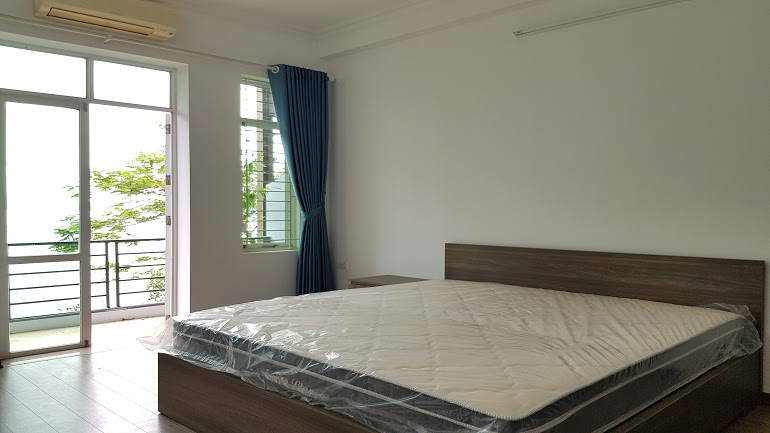 Lake – view studio apartment with balcony in Yen Phu village, Tay Ho district for rent