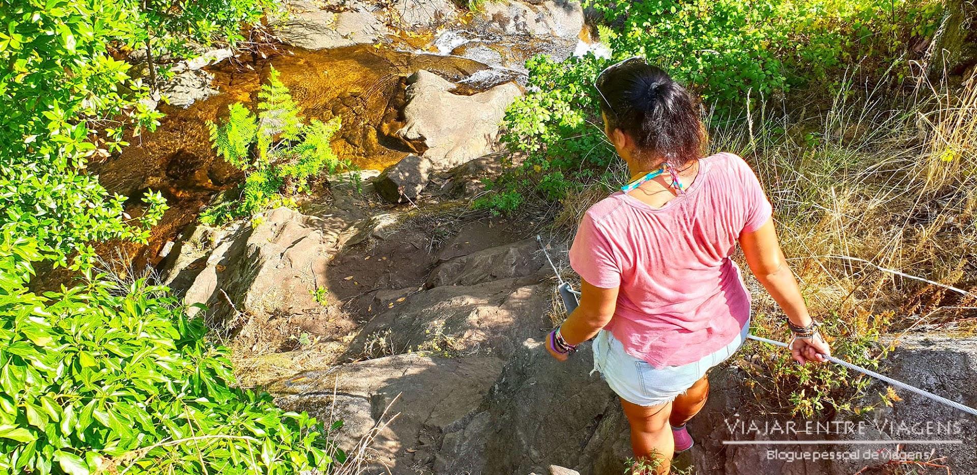 Visitar a CASCATA DA PEDRA DA FERIDA, um passeio a um paraíso perdido na Serra do Espinhal