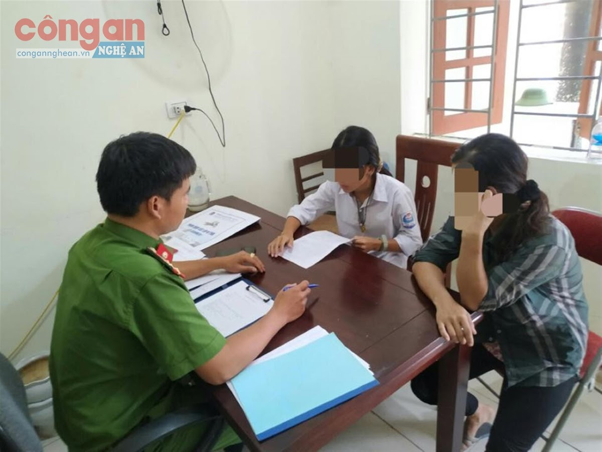 Công an huyện Anh Sơn làm việc với nữ sinh                                 gây gổ đánh nhau