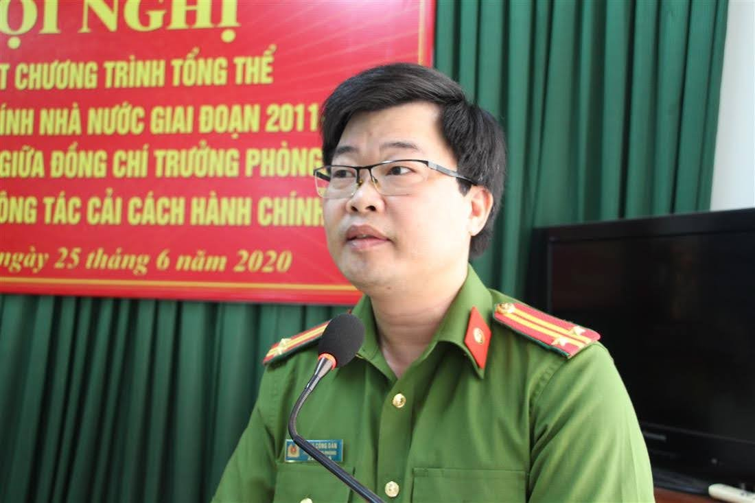 Trung tá Đặng Công Đàn- Phó Trưởng Phòng  báo cáo tổng kết 10 năm thực hiện công tác CCHC của phòng Cảnh sát kinh tế giai đoạn 2011 - 2020