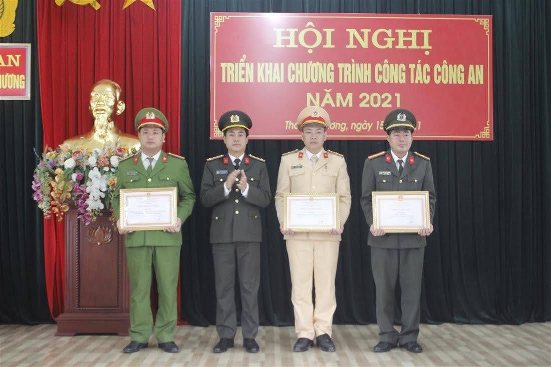Trao danh hiệu đơn vị Tiên tiến cho các tập thể