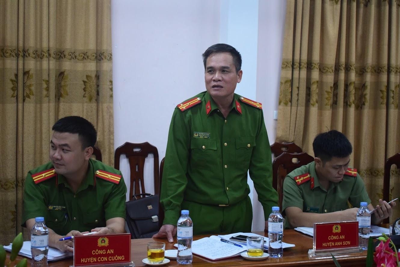 -Đồng chí Thượng tá Nguyễn Hải Đăng, Trưởng Công an huyện Con Cuông phát biểu tại Hội nghị