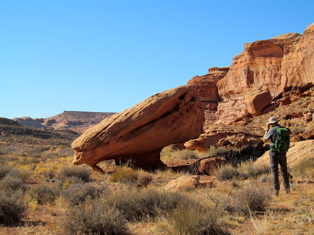 Balanced boulder