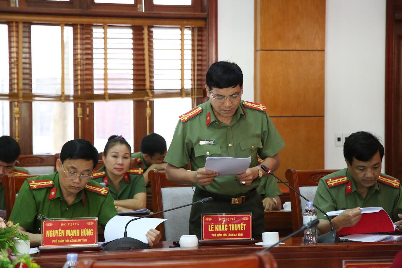 Đại tá Lê Khắc Thuyết, Phó Giám đốc Công an tỉnh trình bày báo cáo kết quả công tác 5 tháng đầu năm