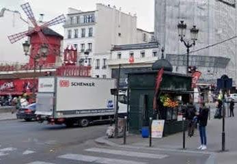 エミリー、パリへ行く 最後のインスタ / ピエロのいるブランシュ広場