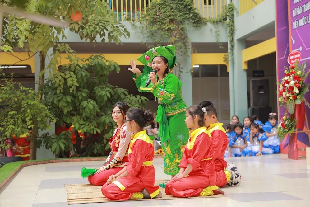 Cô giáo Nguyễn Ngọc Uyên biến hóa trong Cô đôi thượng ngàn