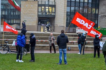 Demonstration der SDAJ, Fahnen, Transparent.