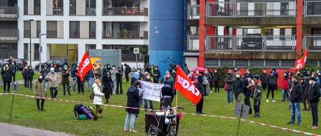 Demonstration der SDAJ, Fahnen, Transparent.