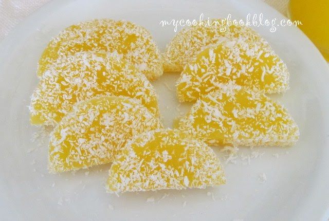 Десерт с портокалов сок и кокосови стърготини