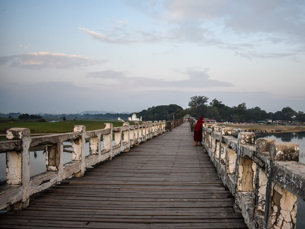 teak bridge mandalay u bein.jpg