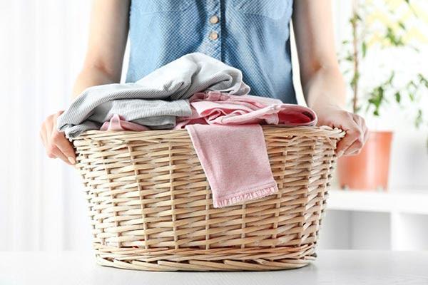 bạn nên mang quần áo đi giặt vào buổi sáng