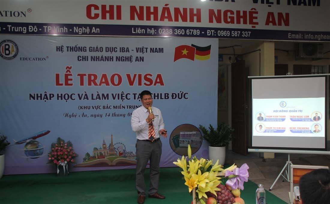 Đại diện Hệ thống giáo dục IBA Việt Nam trao đổi về chương trình học đào tạo làm việc tại CHLB Đức