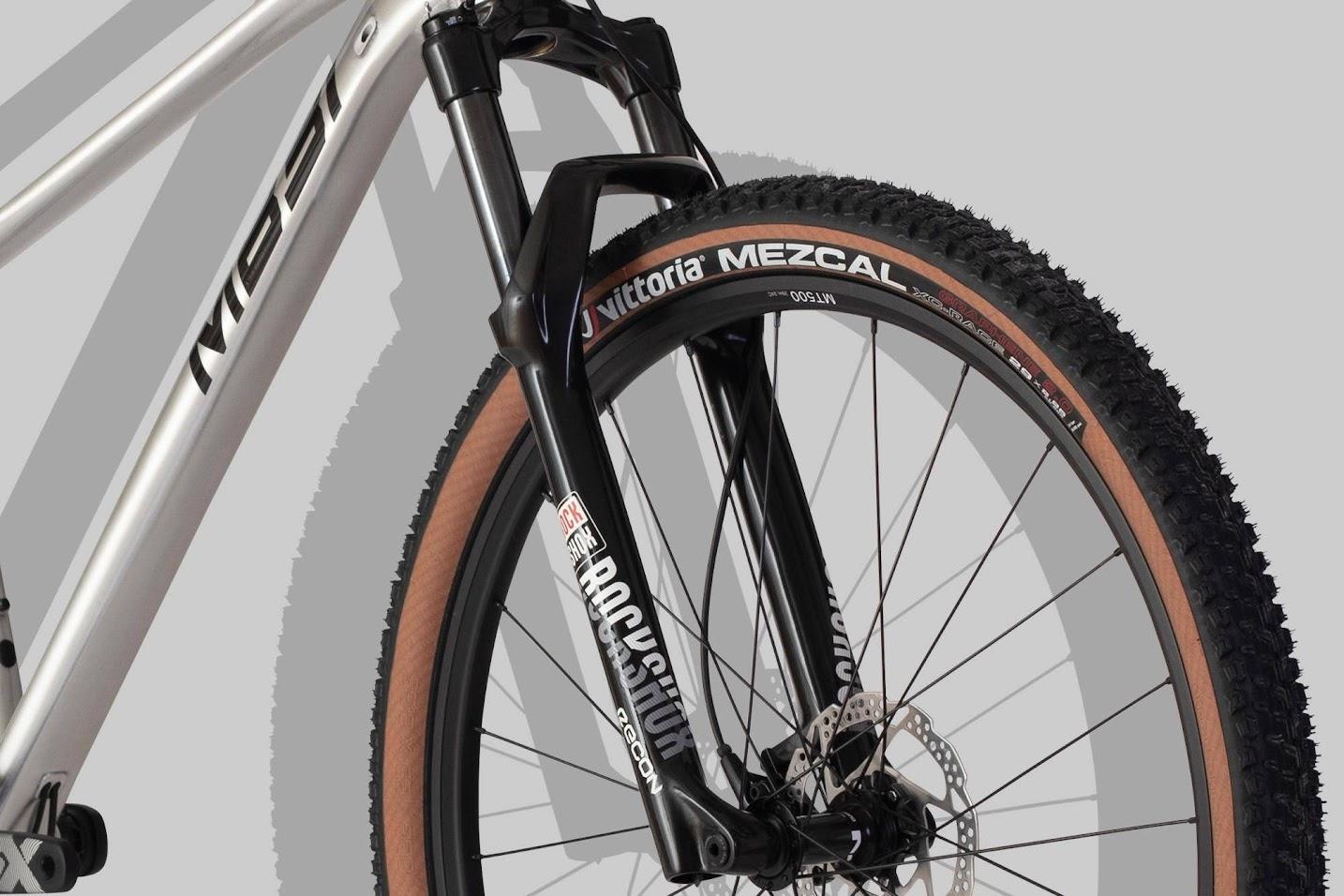 MB31 MTB/SX är en mountainbike med dämpad framgaffel från Rockshox.
