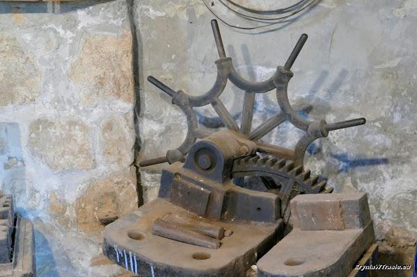 Kuźnia, zamek ipałace