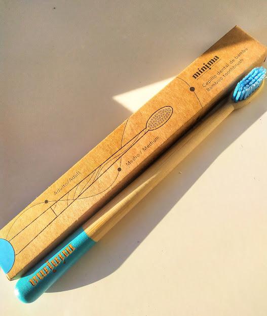 cepillo de bambú de mínima organics
