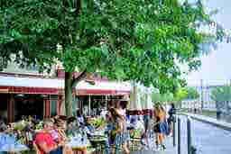 エミリー、パリへ行く Cafe beside the Seine Le Flore en l'Île