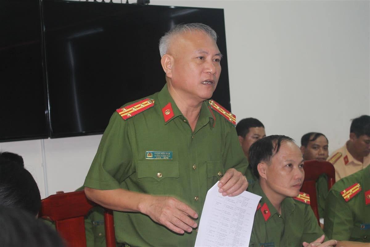 Trưởng các phòng nghiệp vụ Công an tỉnh phát biểu tại buổi làm việc