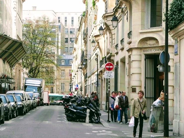エミリー、パリへ行く マテューと電話 / Manuel Canovas
