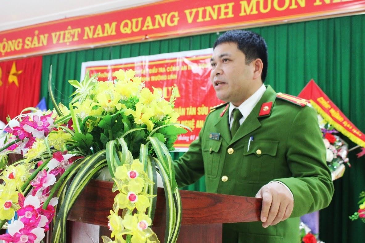 Đồng chí Thượng tá Vi Văn Giang – Chánh Văn Phòng Cơ quan CSĐT Công an tỉnh phát biểu tại lễ trao quà.