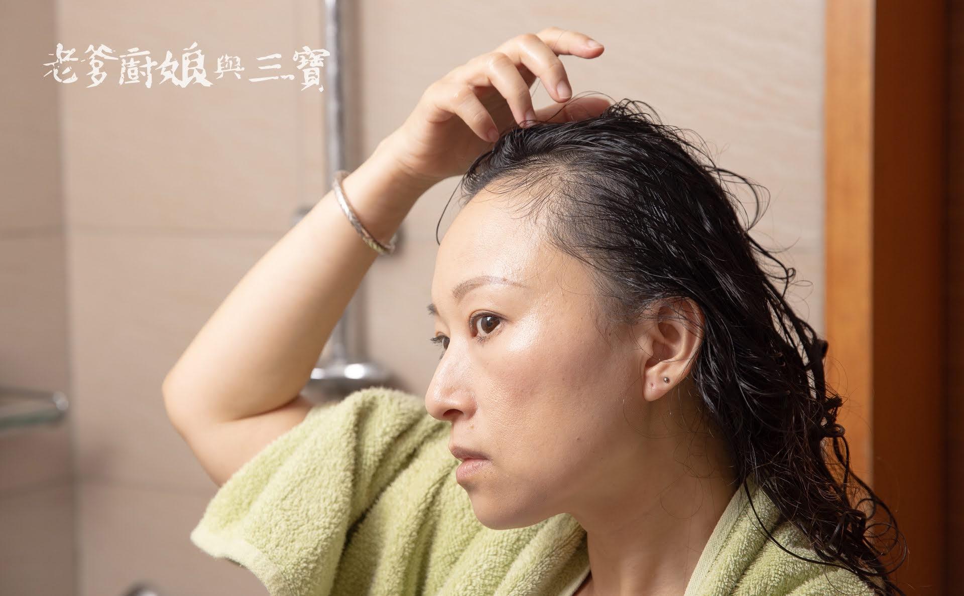 你是否也有三千髮絲的困擾嗎?居家養髮很簡單,健髮交給生薑養髮液~喚黑小薑瓶就對啦!