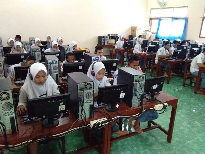 Kegiatan Lab Komputer MA AL Ahrom