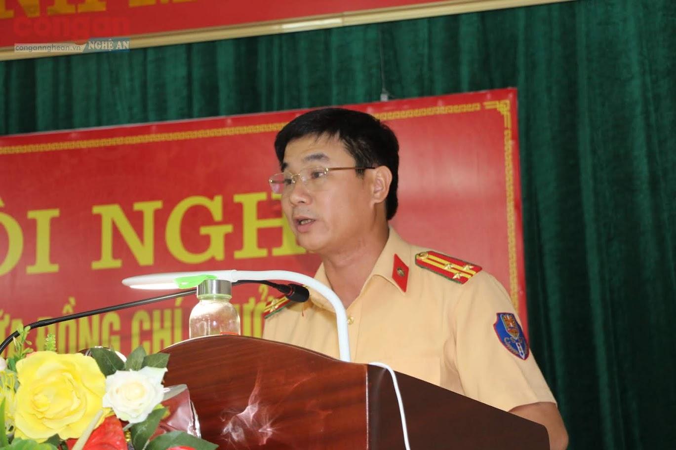 Thượng tá Nguyễn Văn Hùng – Phó Trưởng Phòng CSGT trình bày kết quả thực hiện công tác cải cách hành chính của Phòng CSGT  - Công an Nghệ An giai đoạn 2011- 2020 và định hướng giai đoạn 2021 -2030