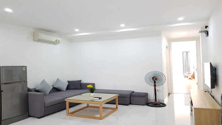 Spacious 1 – bedroom apartment with balcony in Nhat Chieu street, Tay Ho district for rent