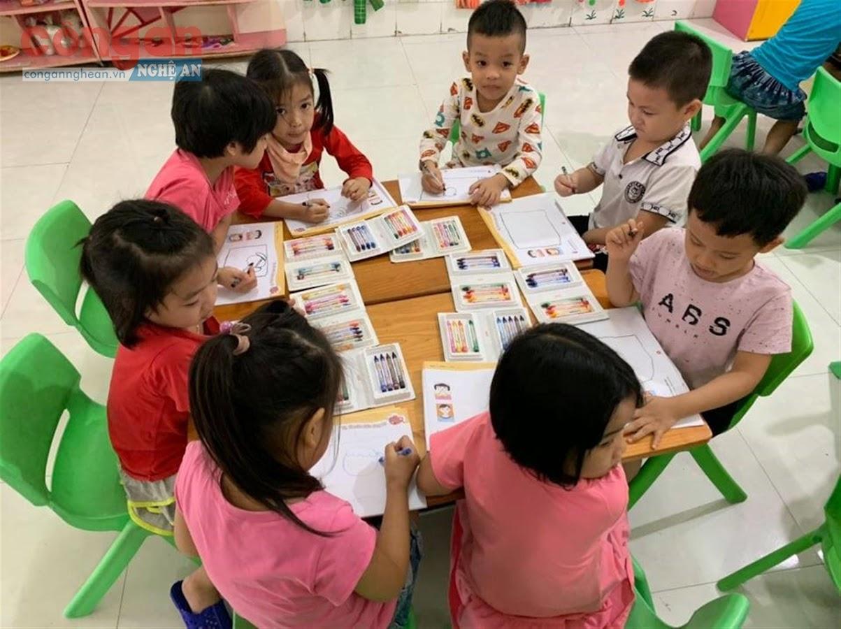 Việc phối hợp giữa nhà trường, gia đình và cộng đồng                          sẽ tạo ra sự thống nhất thực hiện mục tiêu giáo dục,                           đặc biệt là giáo dục các chuẩn mực đạo đức cho trẻ