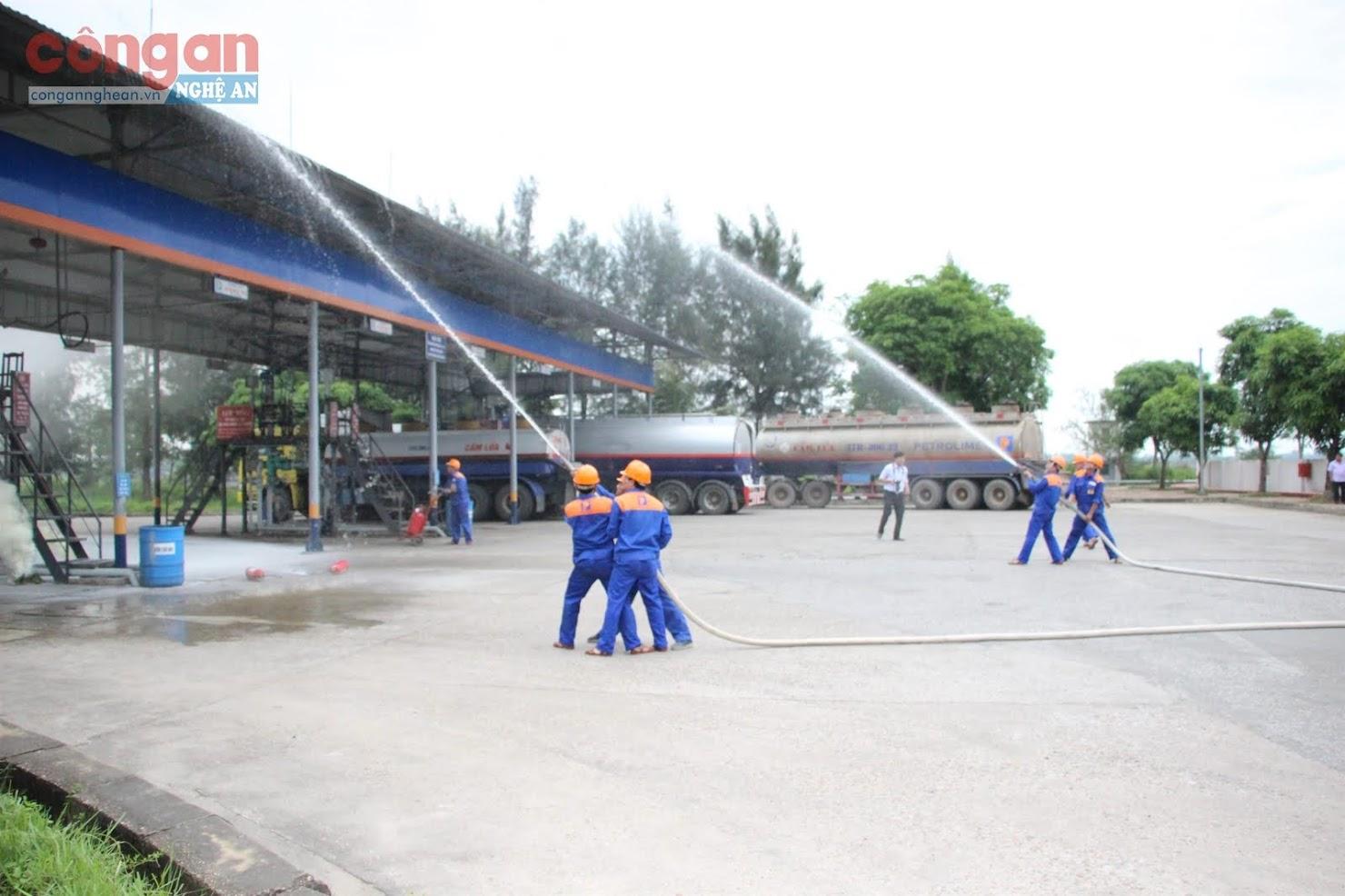 Lực lượng phòng cháy, chữa cháy diễn tập phương án chữa cháy