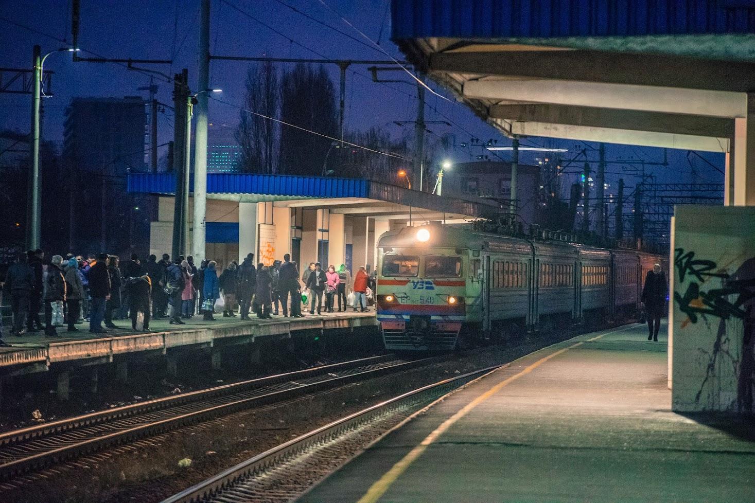 Електричка на станції Протасів Яр