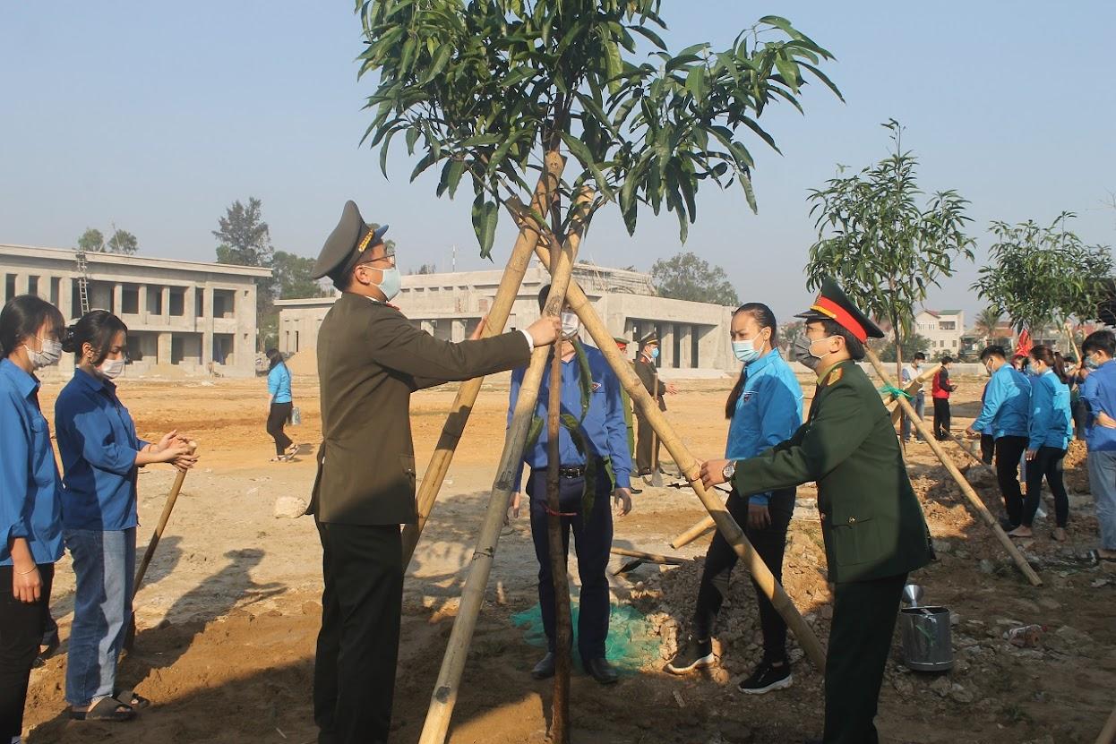 Đoàn viên thanh niên khối lực lượng vũ trang tỉnh tích cực hưởng ứng Tết trồng cây