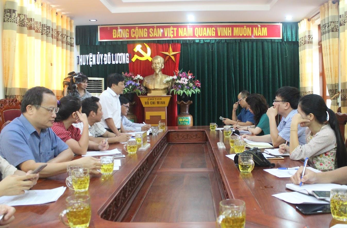 Đoàn công tác Ban Tuyên giáo Tỉnh ủy và phóng viên các cơ quan báo chí làm việc với Huyện ủy Đô Lương