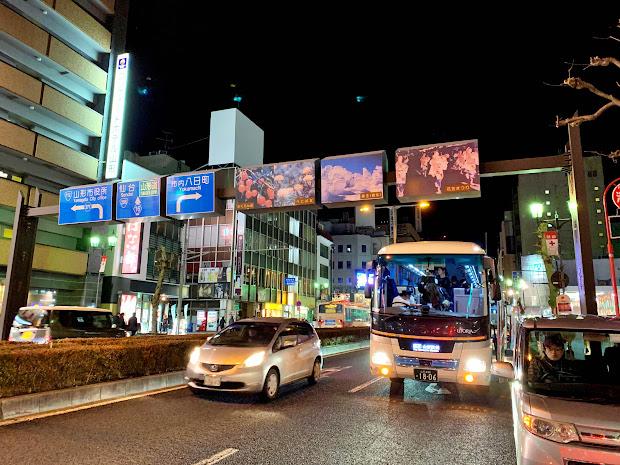 山形銀行山形駅前支店前