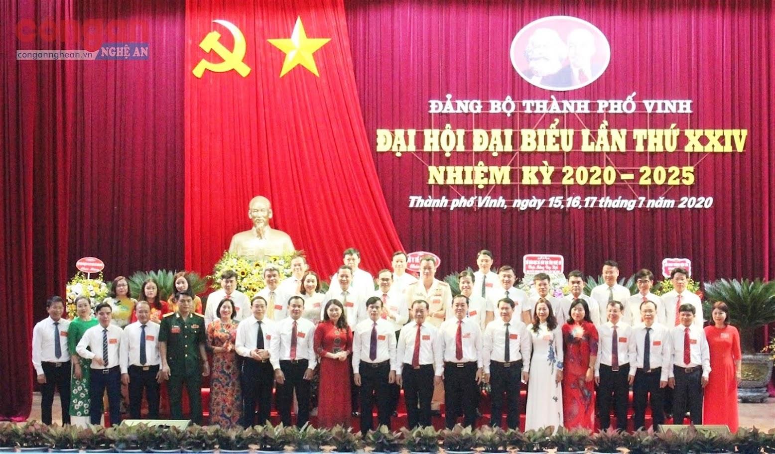 Ban Chấp hành Đảng bộ TP Vinh lần thứ XXIV, nhiệm kỳ 2020 - 2025 ra mắt, nhận nhiệm vụ trước Đại hội