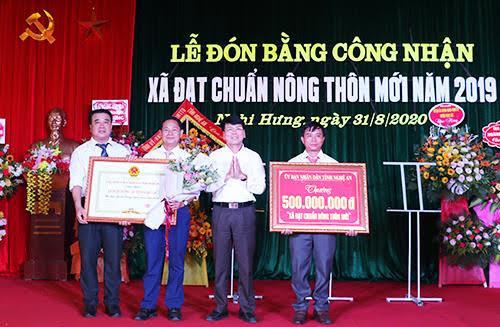 Trao Bằng công nhận xã Nghi Hưng đạt chuẩn Nông thôn mới năm 2019