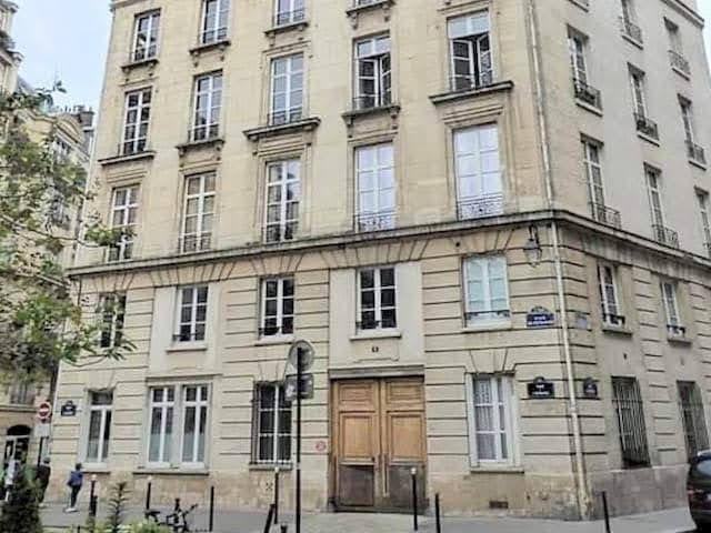エミリー、パリへ行く エミリーの自宅