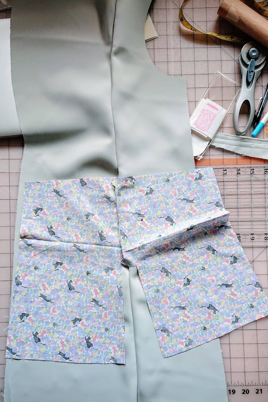 Making pockets - Sleeveless Coat | Fafafoom Studio