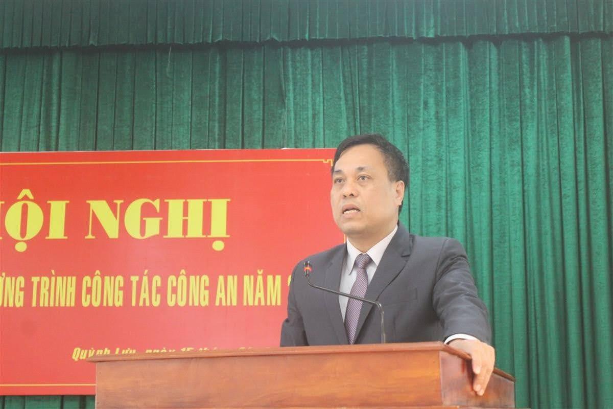 Đồng chí Hoàng Văn Bộ, Chủ tịch UBND huyện phát biểu tại Hội nghị