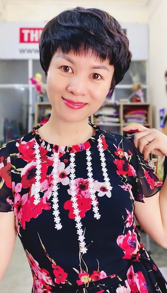 Váy xòe vải hoa màu đỏ đen mặc dạo phố thời trang thủy hải phòng 4