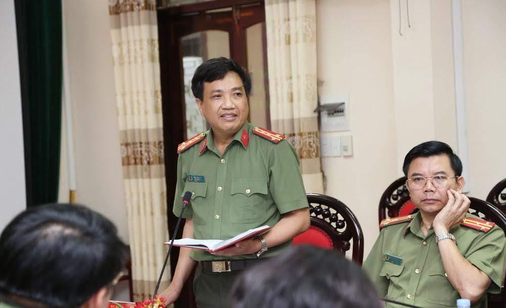 Đại tá Hồ Văn Tứ, Phó giám đốc Công an tỉnh phát biểu tại buổi làm việc.