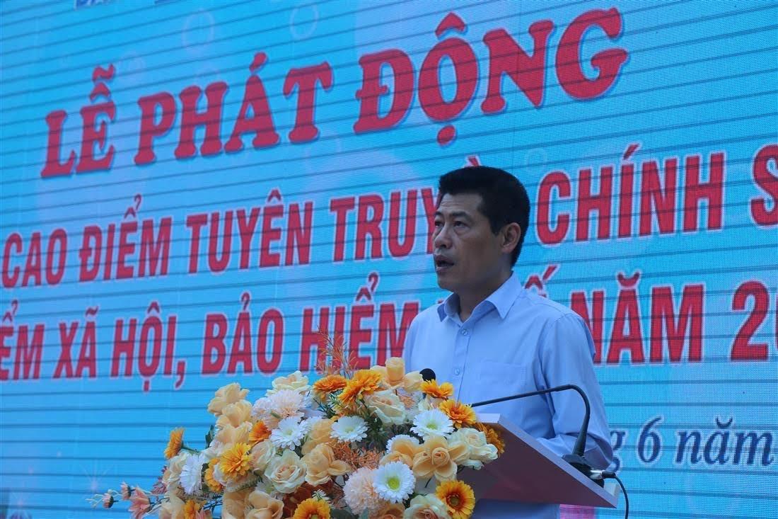 Đồng chí Lê Trường Giang, Giám đốc BHXH tỉnh phát biểu tại buổi lễ