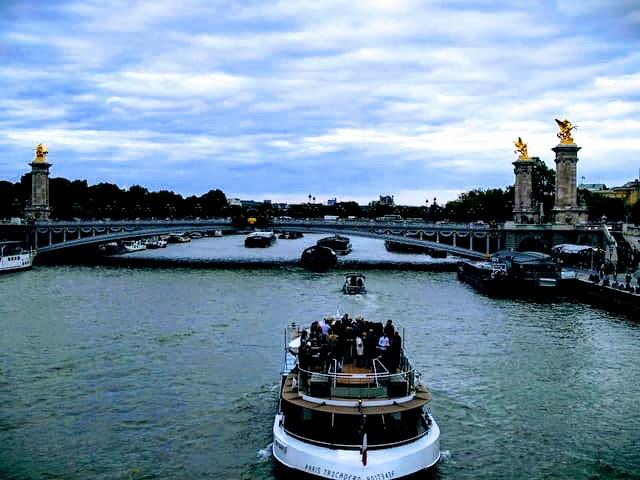 エミリー、パリへ行く アレクサンドル三世橋